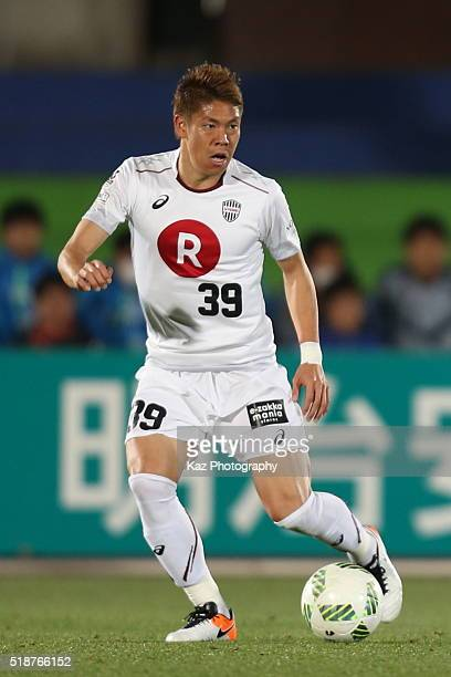 Masahiko Inoha of Vissel Kobe in action during the JLeague match between Shonan Bellmare and Vissel Kobe at the Shonan BMW Stadium Hiratsuka on April...