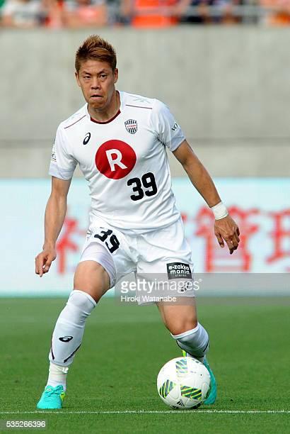 Masahiko Inoha of Vissel Kobe in action during the JLeague match between Omiya and Vissel Kobe at the Nack 5 Stadium Omiya on May 29 2016 in Saitama...