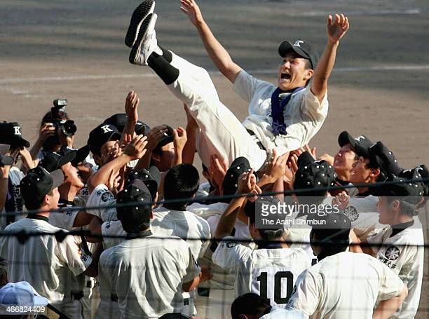 Masahiro Tanaka of Komadai Tomakomai high school gets tossed into the air by his team mates even after losing finals rematch against Waseda Jitsugyo...