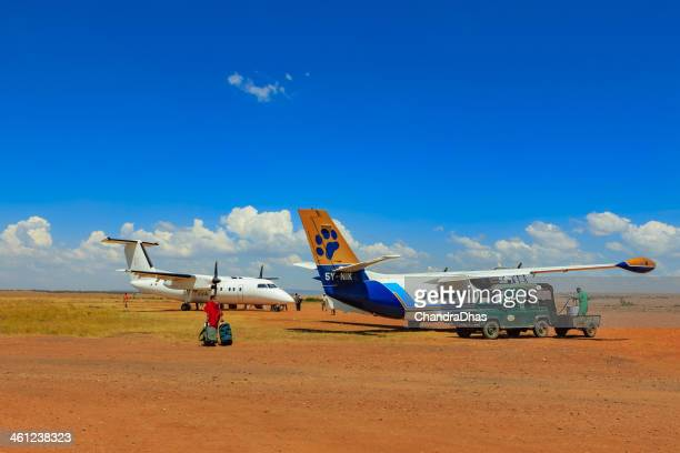 Masai Mara, Kenya-Flugzeug Energie tanken im Olkiombo airstrip