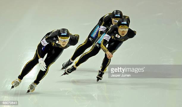 Masako Hozumi Nao Kodaira and Maki Tabata of Japan compete in the team pursuit during the Essent ISU speed skating World Cup at the Thialf Stadium on...
