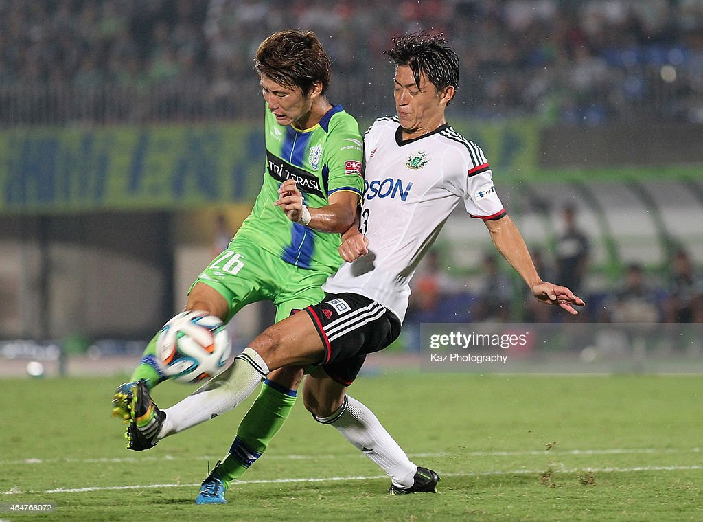 Masashi Kameyama of Shonan Bellmare and <a gi-track='captionPersonalityLinkClicked' href=/galleries/search?phrase=Hayuma+Tanaka&family=editorial&specificpeople=1542408 ng-click='$event.stopPropagation()'>Hayuma Tanaka</a> of Matsumoto Yamaga compete for the ball during the J.League second division match between Shonan Bellmare and Matsumoto Yamaga at BMW Stadium Hiratsuka on September 6, 2014 in Hiratsuka, Kanagawa, Japan.