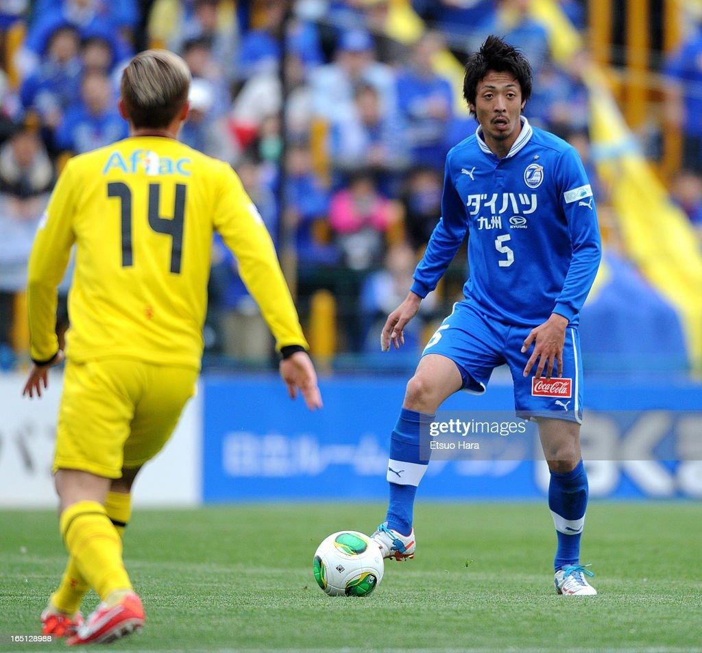 Masashi Wakasa of Oita Trinita in action during the J.League match between Kashiwa Reysol and Oita Trinita at Hitachi Kashiwa Soccer Stadium on March 30, 2013 in Kashiwa, Chiba, Japan.