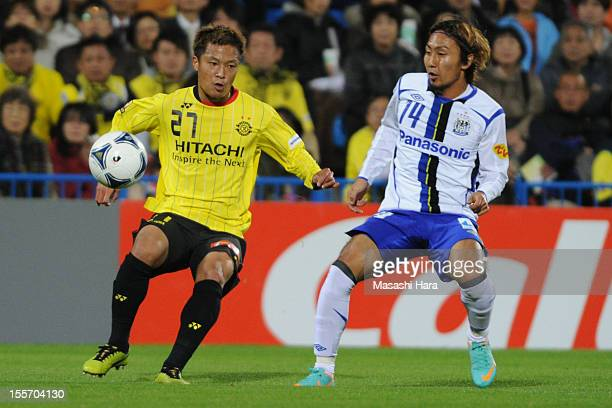Masato Fujita of Kashiwa Reysol and Shu Kurata of Gamba Osaka compete for the ball during the JLeague match between Kashiwa Reysol and Gamba Osaka at...