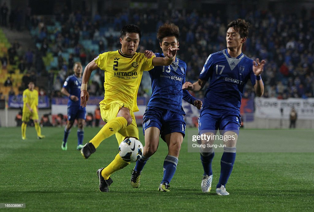 Masato Fujita of Kashiwa Reysol tussles for possession with Seo Jung-Jin and Hong Chul of Suwon Bluewings during the AFC Champions League Group H match between Suwon Bluewings and Kashiwa Reysol at Suwon World Cup Stadium on April 3, 2013 in Suwon, South Korea.
