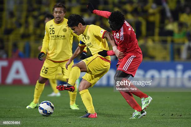 Masato Kudo of Kashiwa Reysol and Moses Oloya of Binh Duong compete for the ball during the AFC Champions League Group E match between Kashiwa Reysol...