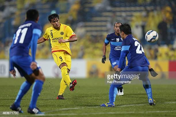 Masato Kudo of Kashiwa Reysol shoots at goal during the AFC Champions League playoff match between Kashiwa Reysol and Chonburi FC at Hitachi Kashiwa...