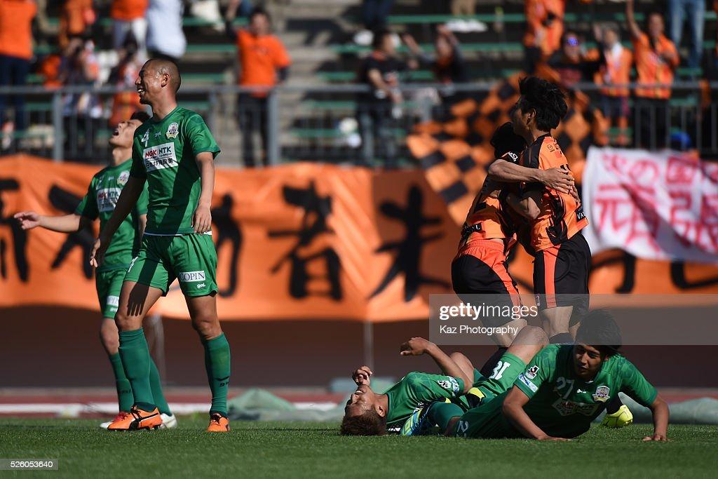 Masato Nakayama of Renofa Yamaguchi celebrates the winner during the J.League match between FC Gifu and Renofa Yamaguchi at the Nagaragawa Stadium on April 29, 2016 in Nagoya, Japan.