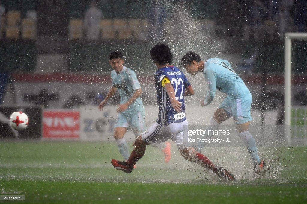 Masaya Matsumoto of Jubilo Iwata and Yuji Nakazawa of Yokohama F.Marinos compete for the ball during the J.League J1 match between Jubilo Iwata and Yokohama F.Marinos at Shizuoka Stadium Ecopa on October 29, 2017 in Fukuroi, Shizuoka, Japan.