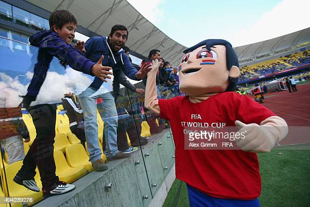 Mascot Brochico shakes hands with the fans prior to the FIFA U17 World Cup Chile 2015 Group E match between Russia and South Africa at Estadio...