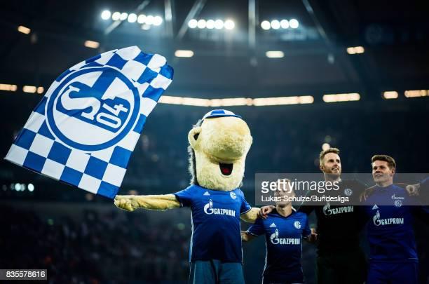 Mascot Erwin of Schalke celebrates with team mates after winning the Bundesliga match between FC Schalke 04 and RB Leipzig at VeltinsArena on August...