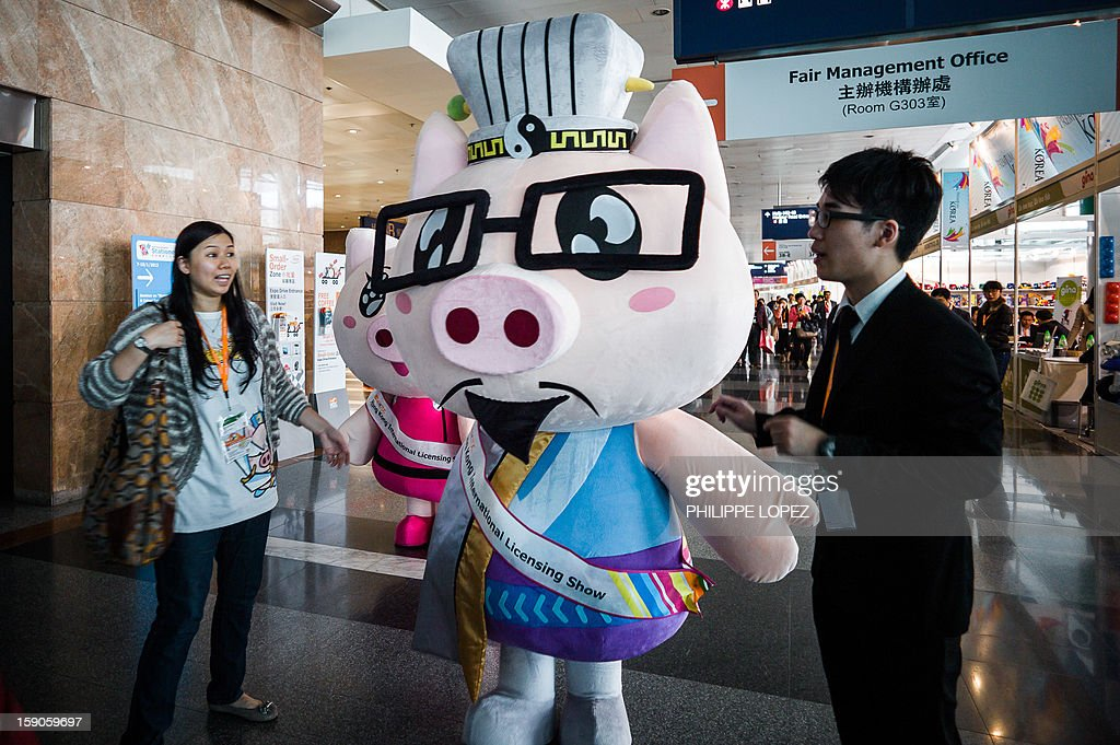 A mascot walks down an alley of the HKTDC Hong Kong Toys and Games Fair in Hong Kong on January 7, 2013. More than 2,500 exhibitors display their latest playthings during the biggest toy fair in Asia that takes place from January 7 to 10. AFP PHOTO / Philippe Lopez
