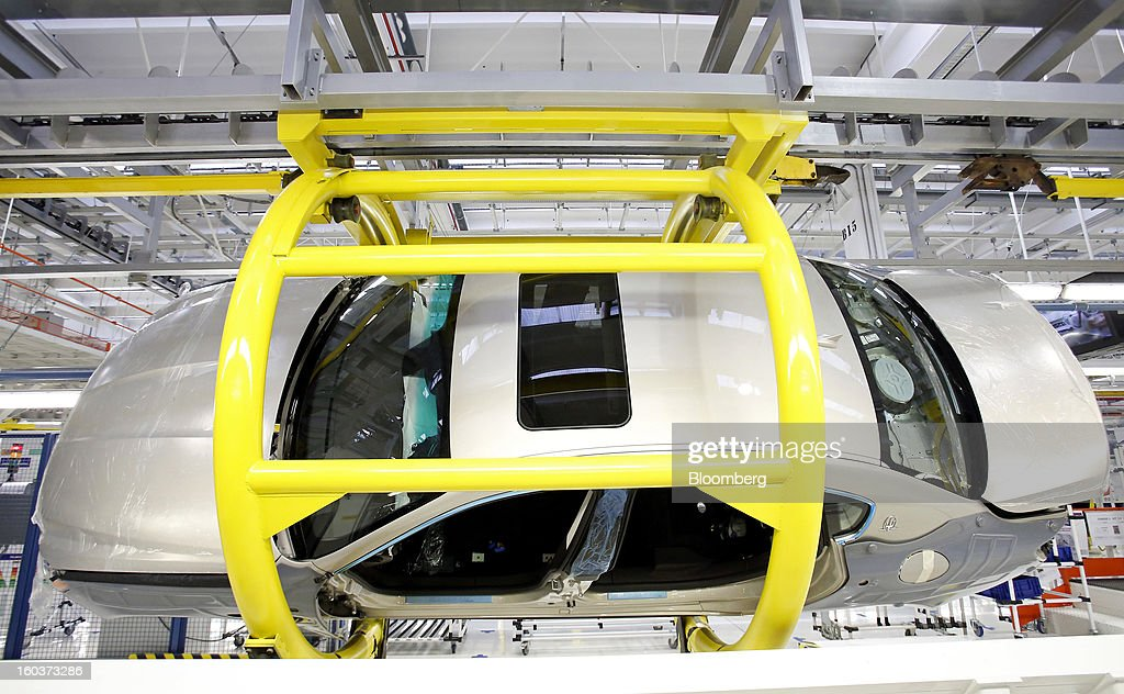 A Maserati Quattroporte luxury automobile moves along the production line following the inauguration of Fiat SpA's Grugliasco factory in Turin, Italy, on Wednesday, Jan. 30, 2013. Fiat SpA Chief Executive Officer Sergio Marchionne said the Italian carmaker narrowed losses in Europe in the fourth quarter, helping it achieve full-year earnings that were in line with its forecasts. Photographer: Alessia Pierdomenico/Bloomberg via Getty Images