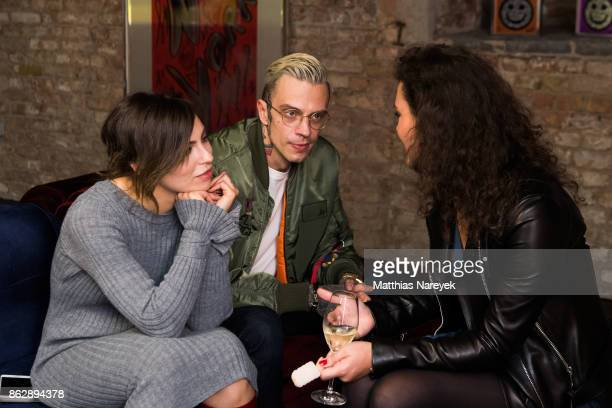 Masha Sedgwick Isabel von Staudt and guest during Romulo's 'Farbenspiel' exhibition opening at Hotel Provocateur on October 18 2017 in Berlin Germany