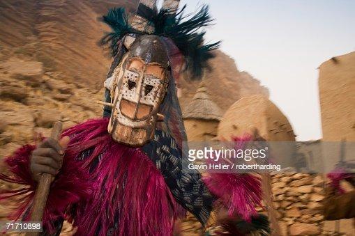 Masked ceremonial Dogon dancer near Sangha, Bandiagara escarpment, Dogon area, Mali, West Africa, Africa : Stock Photo