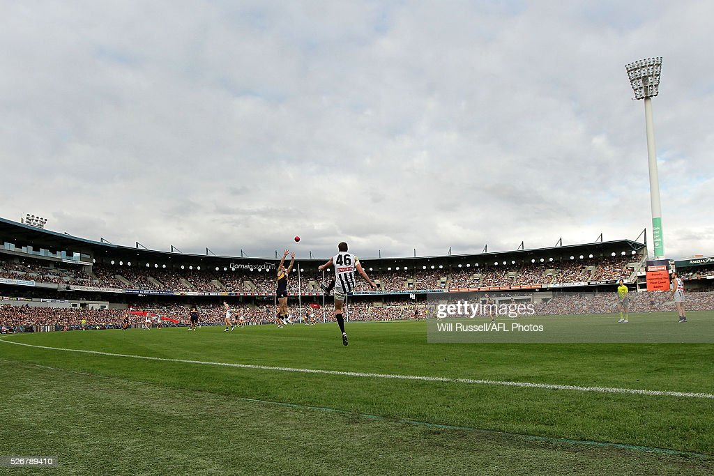 Mason Cox of the Magpies kicks the ball during the round six AFL match between the West Coast Eagles and the Collingwood Magpies at Domain Stadium on May 1, 2016 in Perth, Australia.