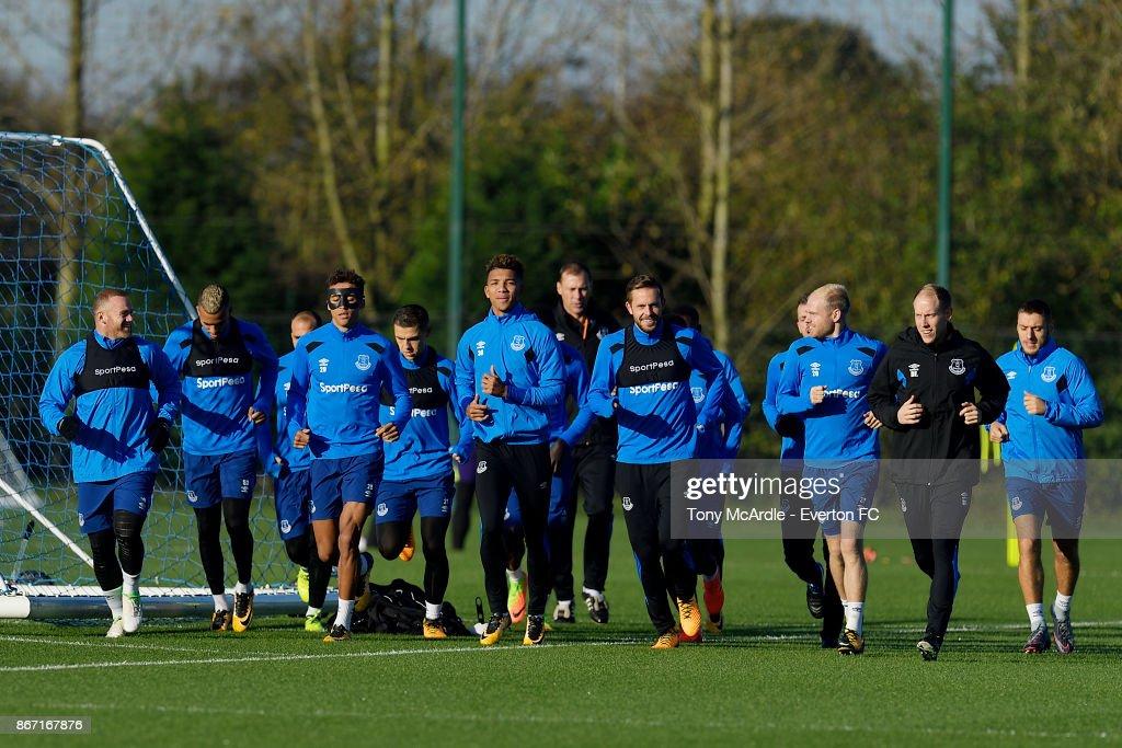 Everton treinando para enfrentar o Leicester