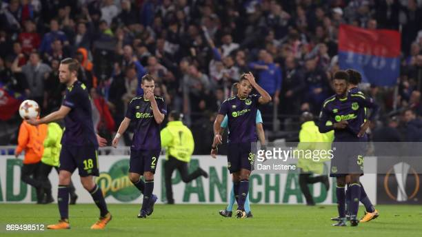 Mason Holgate of Everton and his team mates look dejected after the UEFA Europa League group E match between Olympique Lyon and Everton FC at Stade...