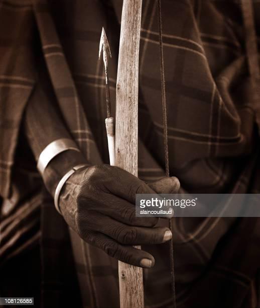 Homme Massaï en arc et flèche, sépia