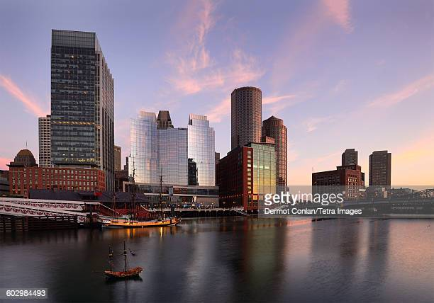 USA, Massachusetts, Boston, View of Fort Point Channel at dawn