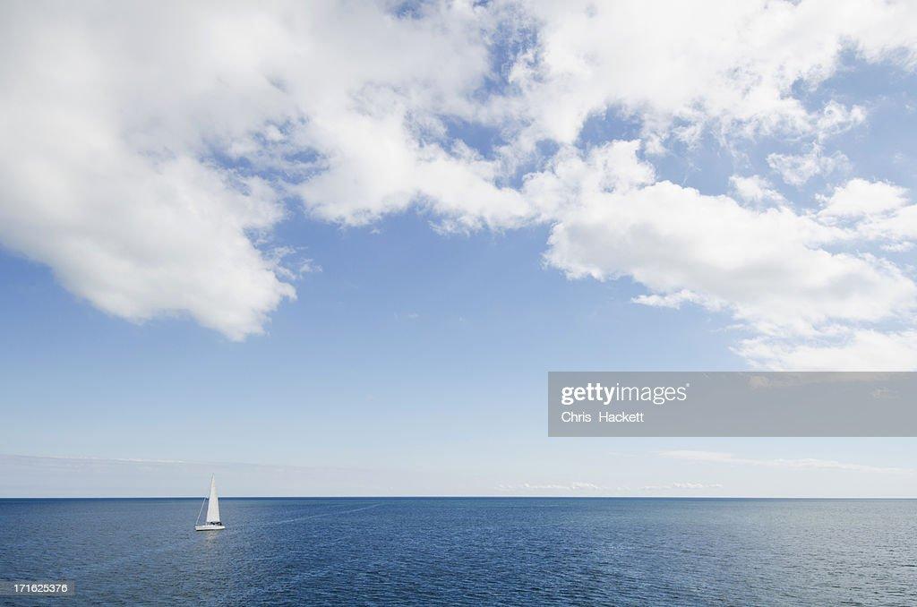 USA, Massachusetts, Nantucket, Cape Cod, Lonely sailboat on ocean
