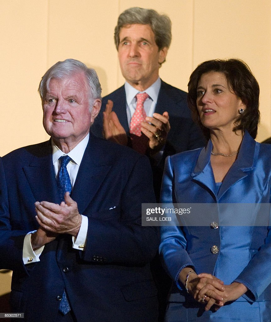 Massachusetts Senator Ted Kennedy and his wife, Victoria, alongside fellow Massachusetts Senator John Kerry (C) listen as US President Barack Obama sings happy birthday during a musical birthday salute to Kennedy at the Kennedy Center in Washington, DC, March 8, 2009. AFP PHOTO / Saul LOEB