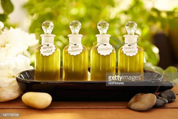 Frascos de aceite de masaje en el spa