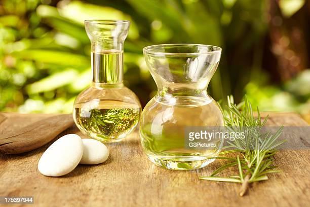Bouteilles d'huile de Massage au spa en galets pierres chaudes en plein air