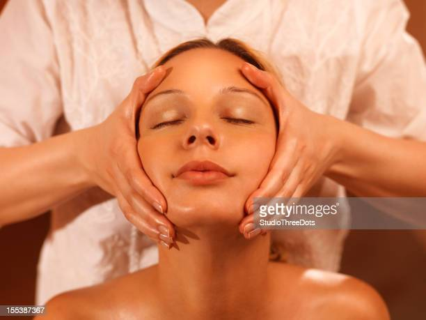 massage treatment for temples