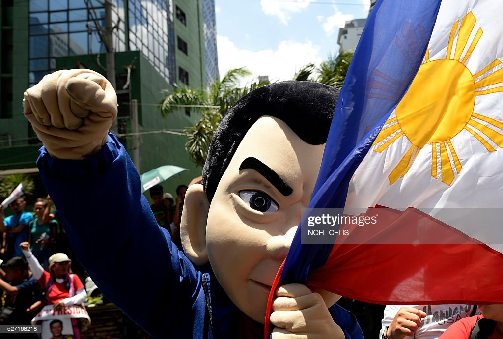 A masscot of Presidential candidate and Davao Mayor Rodrigo Duterte arrives at the premises of the Bank of the Philippine Island (BPI) in Manila on May 2, 2016. Independent vice presidential candidate Antonio Trillanes has accused leading presidential candidate Rodrigo Duterte of hiding unexplained wealth deposited in secret accounts in the BPI and dared Duterte to open his bank records for public scrutiny. / AFP / NOEL