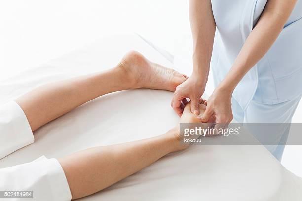 Masseur femme pour massage des jambes