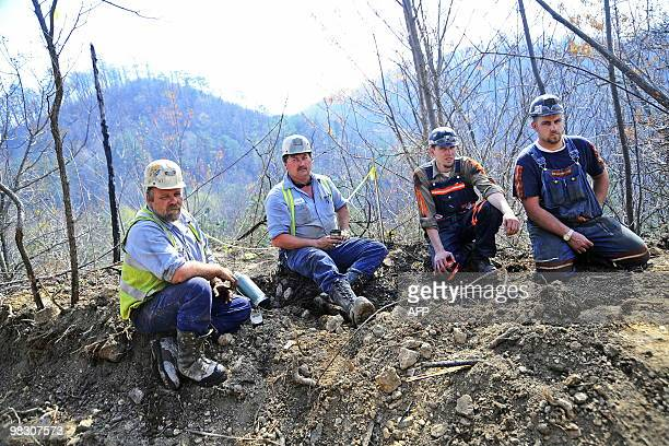 Massey Energy workers LR Maurice Blanchette Jimmy Shortridge Brandon Waddell and Andrew Lucastake a break from drilling efforts April 7 2010 in...