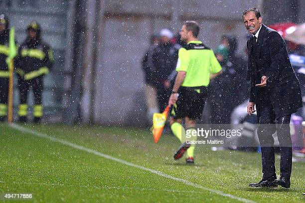 Massimiliano Allegri manager of Juventus FC shouts instructions to his players during the Serie A match between US Sassuolo Calcio and Juventus FC at...