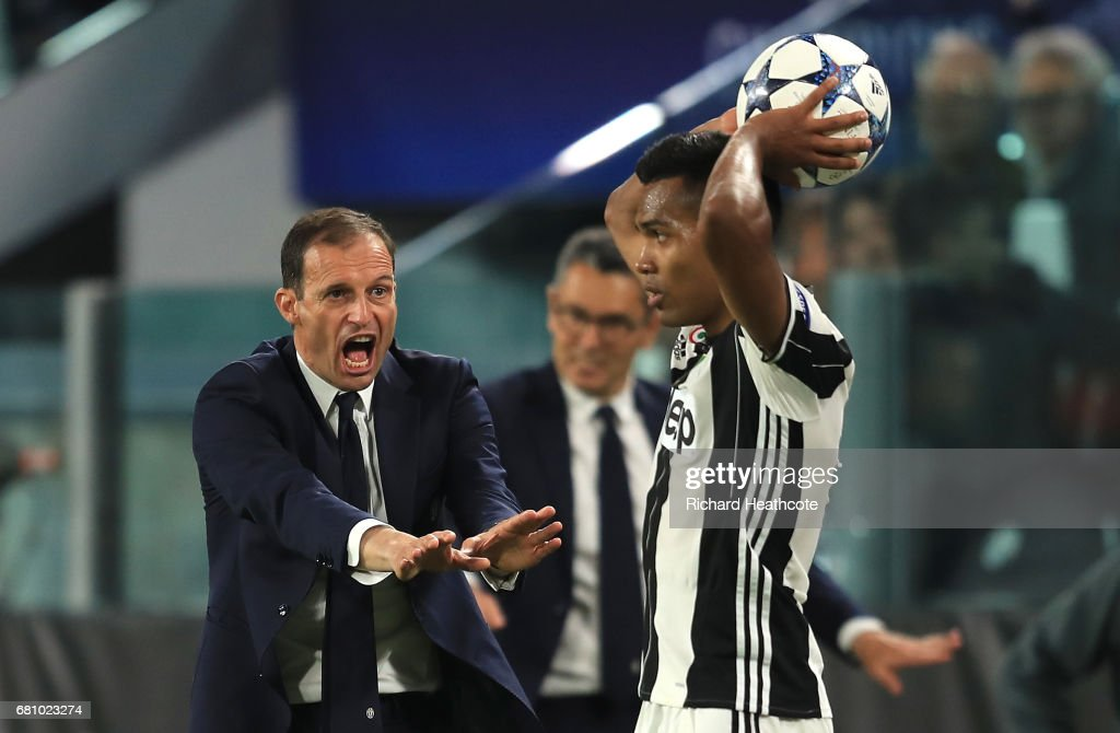 Massimiliano Allegri, Manager of Juventus gestures towards Alex Sandro of Juventus during the UEFA Champions League Semi Final second leg match between Juventus and AS Monaco at Juventus Stadium on May 9, 2017 in Turin, Italy.