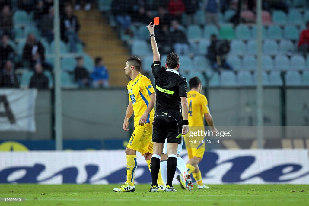 Massimiliano Irrati of Pistoia referee shows the red card to Marco Balzano of Pescara during the Serie A match between AC Siena and Pescara at Stadio Artemio Franchi on November 18, 2012 in Siena, Italy.
