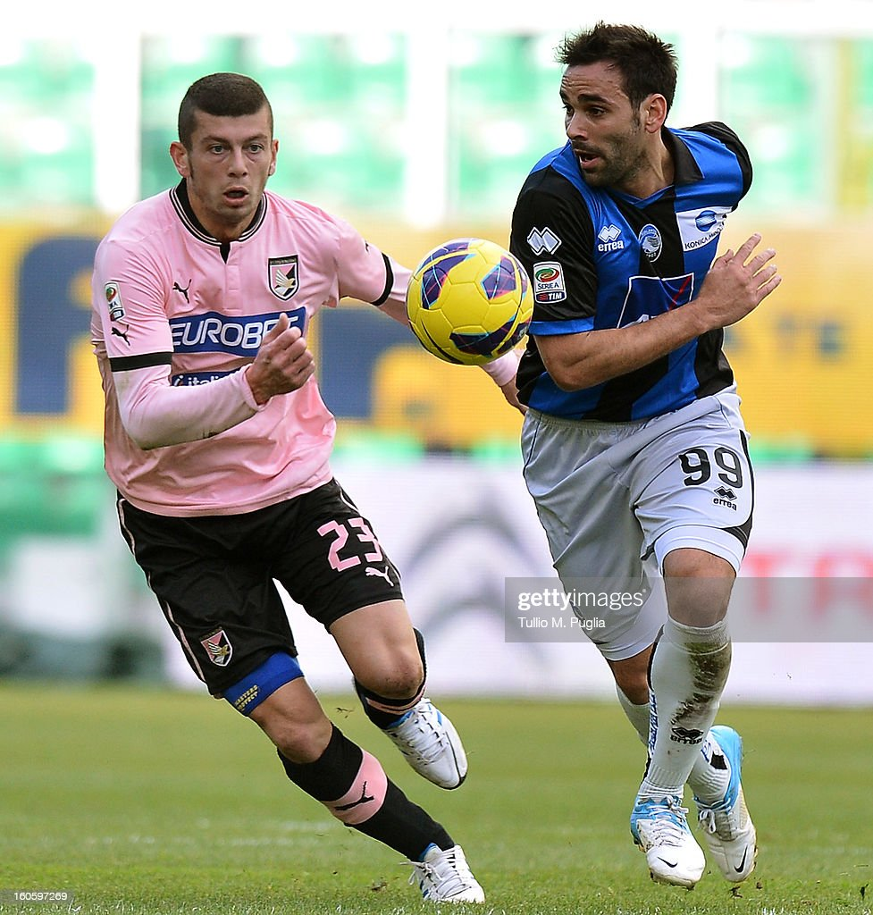 <a gi-track='captionPersonalityLinkClicked' href=/galleries/search?phrase=Massimo+Donati&family=editorial&specificpeople=675964 ng-click='$event.stopPropagation()'>Massimo Donati</a> (L) of Palermo and Fecundo Parra of Atalanta compete for the ball during the Serie A match between US Citta di Palermo and Atalanta BC at Stadio Renzo Barbera on February 3, 2013 in Palermo, Italy.