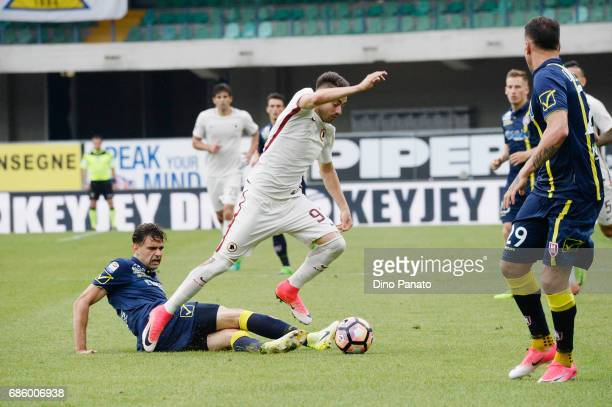 Massimo Gobbi of AC ChievoVerona competes with Stephan El Shaarawy of AS Roma during the Serie A match between AC ChievoVerona and AS Roma at Stadio...