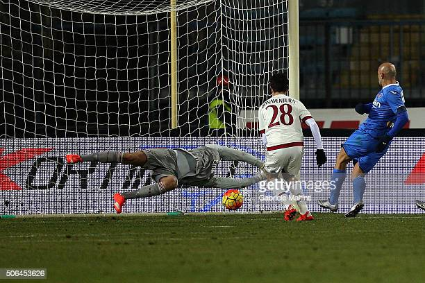 Massimo Maccarone of Empoli FC scores a goal during the Serie A match between Empoli FC and AC Milan at Stadio Carlo Castellani on January 23 2016 in...