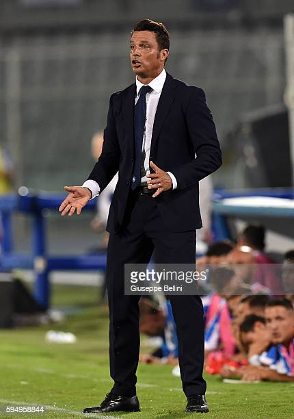 Massimo Oddo head coach of Pescara Calcio during the Serie A match between Pescara Calcio and SSC Napoli at Adriatico Stadium on August 21 2016 in...