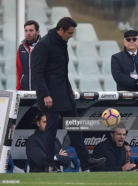 Massimo Oddo head coach of Pescara Calcio during the Serie A match between Pescara Calcio and Cagliari Calcio at Adriatico Stadium on December 4 2016...