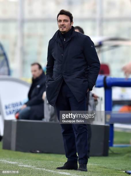 Massimo Oddo head coach of Pescara Calcio during the Serie A match between Pescara Calcio and SS Lazio at Adriatico Stadium on February 5 2017 in...