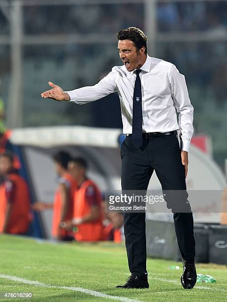 Massimo Oddo head coach of Pescara issues instructions during the first leg of the Serie B playoff final match between Pescara Calcio and Bologna FC...