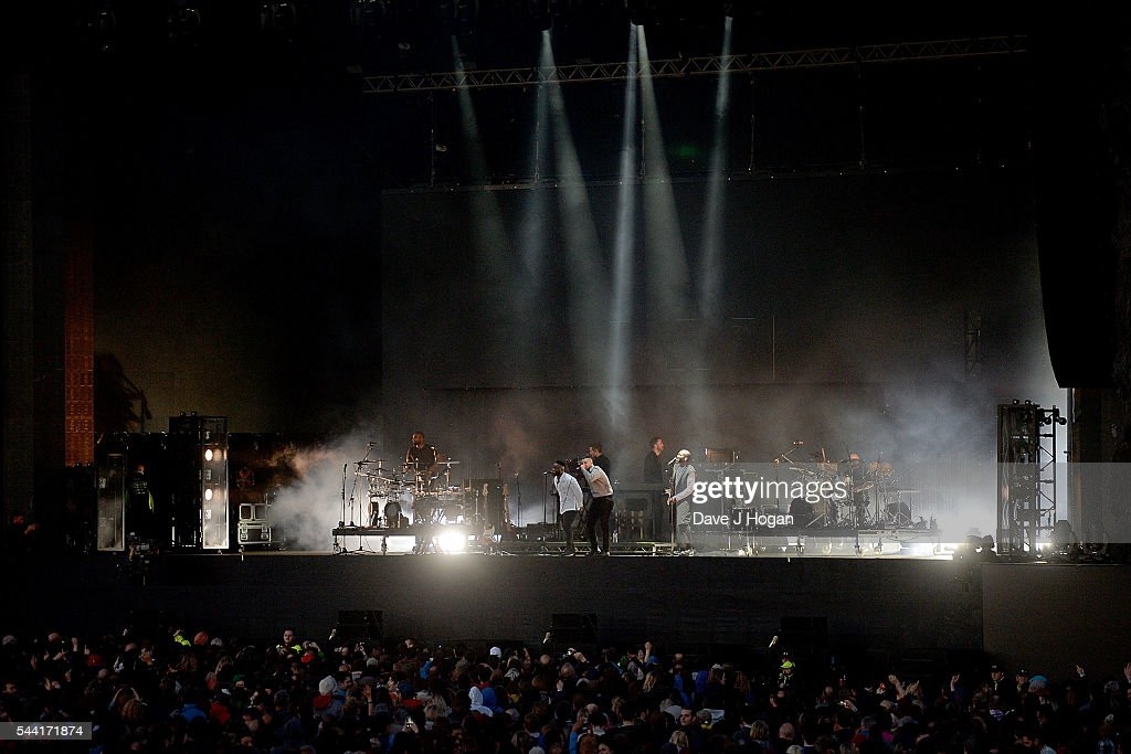 <a gi-track='captionPersonalityLinkClicked' href=/galleries/search?phrase=Massive+Attack&family=editorial&specificpeople=541438 ng-click='$event.stopPropagation()'>Massive Attack</a> perform on stage at the Barclaycard Presents British Summer Time Festival in Hyde Park on July 1, 2016 in London, England.
