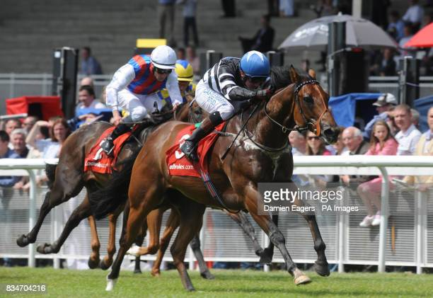 Masta Plasta with Chris Hayes up races clear of Le Cadre Noir with Seamus Smullen up on their way to winning the Ladbrokes Rockingham handicap at...