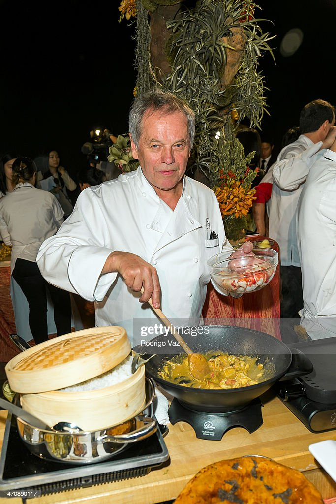Master chef <a gi-track='captionPersonalityLinkClicked' href=/galleries/search?phrase=Wolfgang+Puck&family=editorial&specificpeople=157523 ng-click='$event.stopPropagation()'>Wolfgang Puck</a> attends the 86th Annual Academy Awards - Governors Ball Press Preview at The Ray Dolby Ballroom at Hollywood & Highland Center on February 20, 2014 in Hollywood, California.