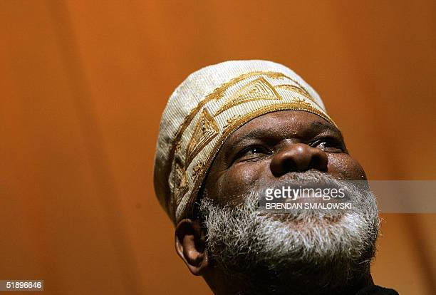 Master of ceremonies Baba 'C' smiles while wearing an African headdress during a Kwanzaa celebration 26 December 2004 at the Lincoln Theater in...