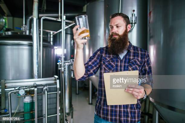 Master works in the brewery: beer testing, making remarks, quality control