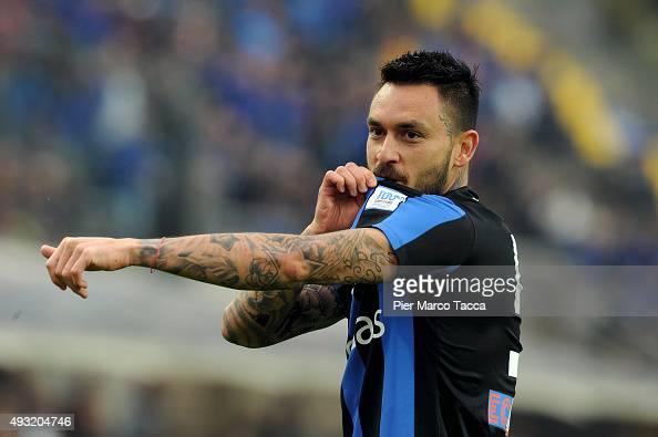 Masuricio Pinilla of Atalanta BC celebrates his first goal during the Serie A match between Atalanta BC and Carpi FC at Stadio Atleti Azzurri...