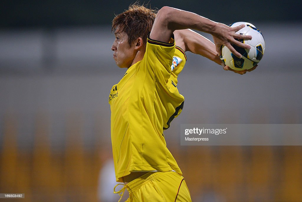 Masushima Tatsuya of Kashiwa Reysol in action during the AFC Champions League round of 16 match between Kashiwa Reysol and Jeonbuk Hyndai Motors at Hitachi Kashiwa Soccer Stadium on May 22, 2013 in Kashiwa, Japan.