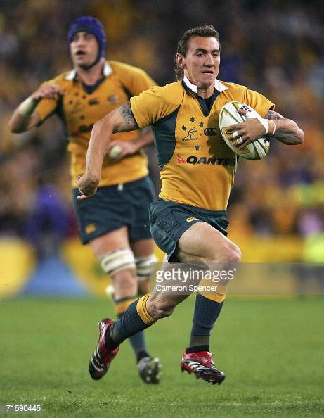 Mat Rogers of the Wallabies runs the ball during the Tri Nations series second Mandela plate match between Australia and South Africa at Telstra...